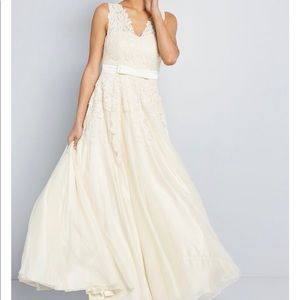 Stunning Lace/Tulle Wedding Gown ModCloth XL NWT